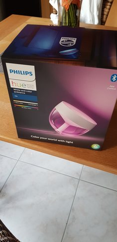 unpacking Philips Lampe